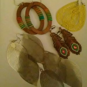 Earrings.. Lot