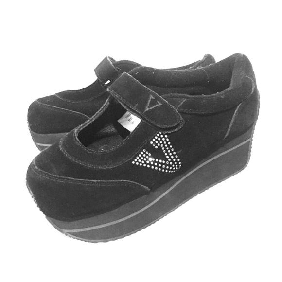 00a22cb4735ec2 90s volatile shoes 🎀