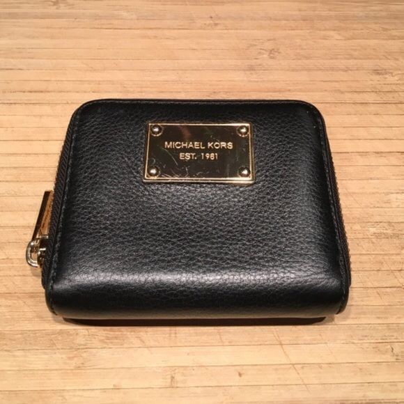 f0e274094b7d Michael Kors Pebbled Leather Wallet. M_5a12cc21bcd4a74aea0d3257