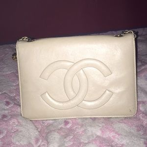 Beautiful Cream Leather Chanel vintage 1856 Edit !