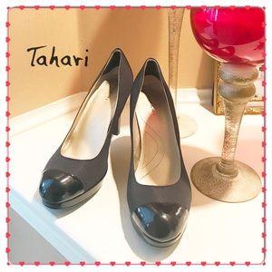 NWT Tahari heel