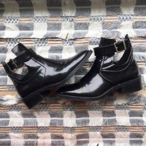 [Zara] black patent booties with buckle