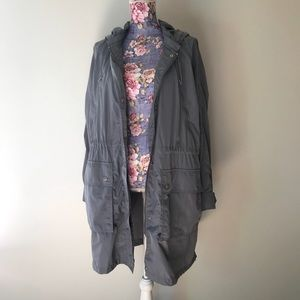 GAP light gray lightweight trench rain jacket ✨