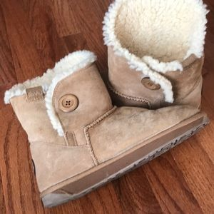 Emu women's boots- looks like uggs but better!