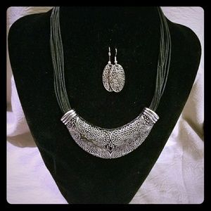 Earring and necklace set