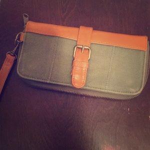 Ecoté army green zip wallet