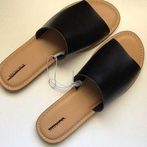 Merona slides