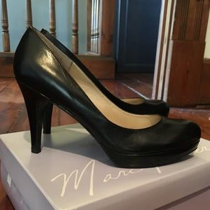 Marc Fisher size 7.5 black leather pumps