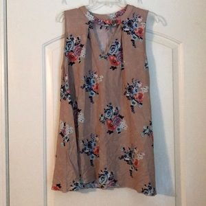 Tops - Key hole floral tunic ❤️
