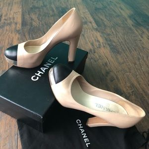 CHANEL (serial#AG27049) leather heels 37