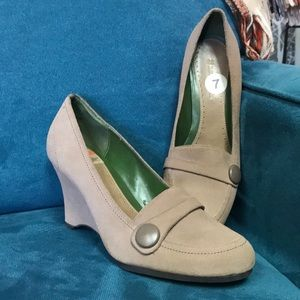{Naturalizer} Button Wedges