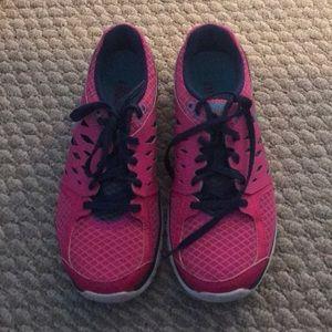 7.5 Nike Sneakers