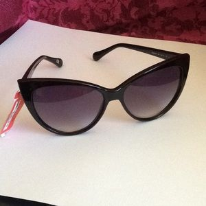 DVF - NEW Blk Cat-eye Gradient Sunglasses DVF637S