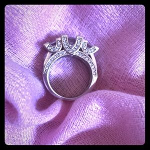 Jewelry - Gorgeous Sterling Silver Ring
