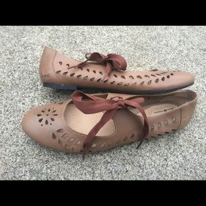 Women's B.O.C Lace Up Brown Leather Shoes 8.5/40