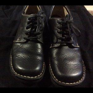 Born women's comfy leather shoes