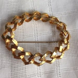Gold Tone chain Circle Brooch