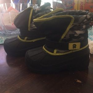 Other - Boys snow boots size 11