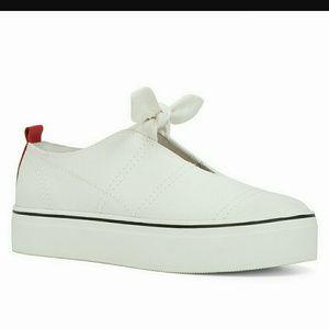 """Aldo Rise Pinocchio Shoes 1"""" Platform White Discou"""
