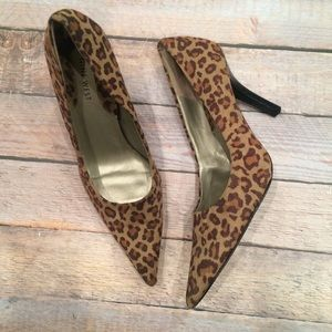 Womens Nine West leopard suede heels pumps 9