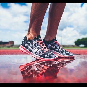 Nike Frees 5.0 - Pink Geometric