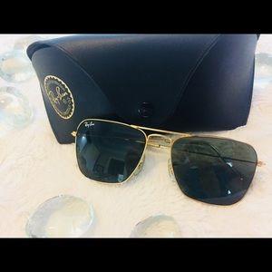 RayBan Sunglasses Aviator in Gold