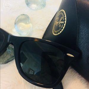 Ray-Ban Wayfarer Sunglasses-tortoise