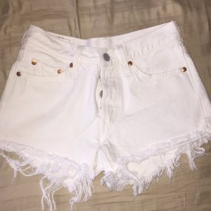 High waisted white levi shorts