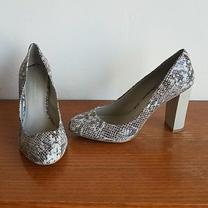 BANANA REPUBLIC Brown Taupe Snakeskin Chunky Heels