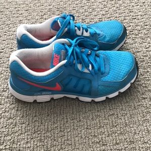 Blue nike tennis shoes