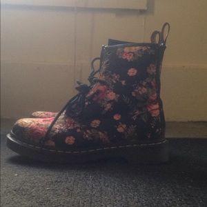 DOC MARTENS size 7 floral boots women's