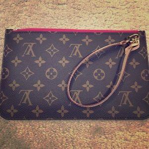 💯 % Authentic Louis Vuitton wristlet