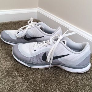 White nike tennis shoes