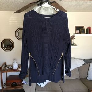 Fitted sweater with zippers!
