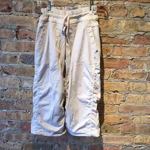 Lululemon tan crop studio pant, sz 8, 55792