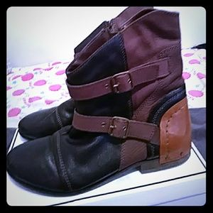 100% Wood bottom Leather Zip up Ankle boot