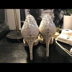 Beautiful white badgley mishka heels