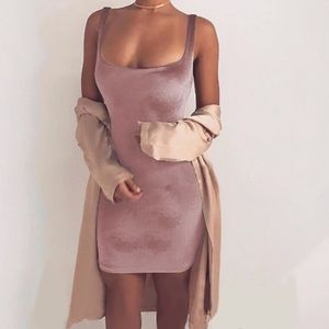 🎁 Show stopper Mauve Velvet dress