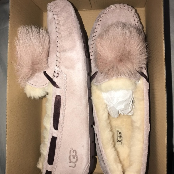 1256abda3f0 Ugg Dakota Pom Pom in dusty rose color size 10 NWT