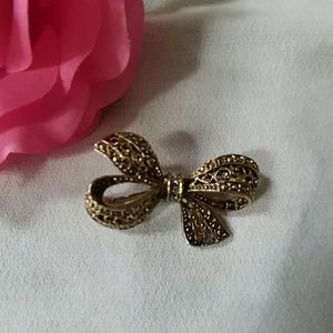 Antique Style Bow Pin