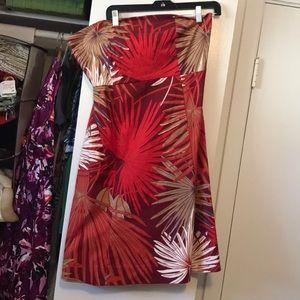 Knee-length strapless dress
