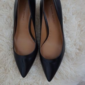 Banana Republic Kinsley Black leather pointed pump