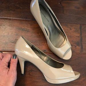 Bandolino peep toed heels