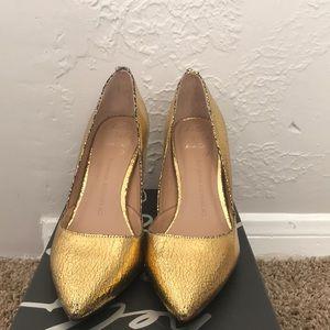 Cute gold heels!