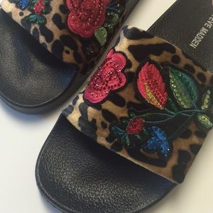 Steve Madden slipper/sandal 7 NWT embroidered
