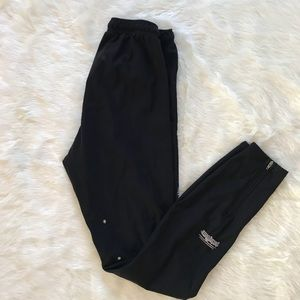 Patagonia Black Slim Leg Ankle Zip skinny pants