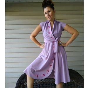 Adorable 70s lilac faux wrap dress