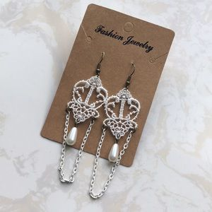 Jewelry - [NEW]: Vintage Lace White Earrings