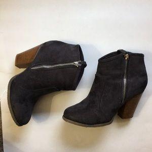 Liliana dark Grey suede booties