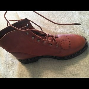 Ariat NEW BOOTS, (size 10)